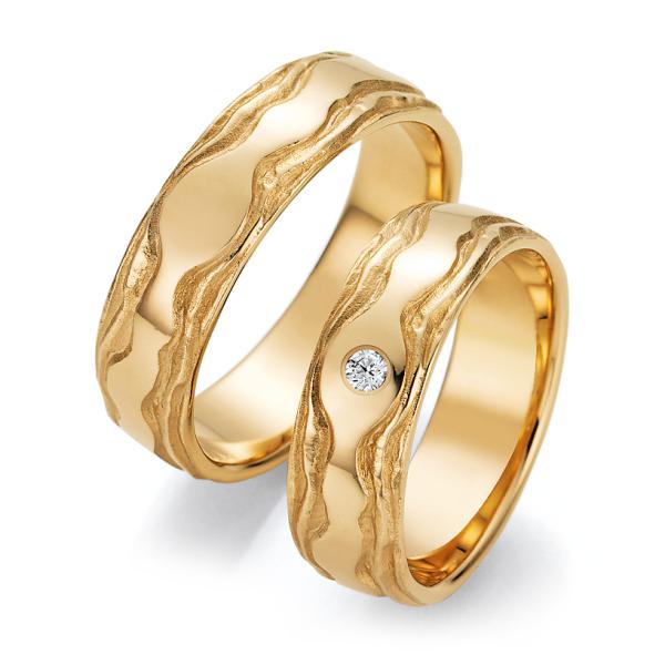 Trauringe Gelbgold 66/52150 & 66/52160 Eheringe mit Struktur Brillant
