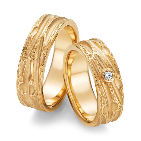 Trauringe Gelbgold 66/52130 & 66/52140 Eheringe mit Struktur Brillant